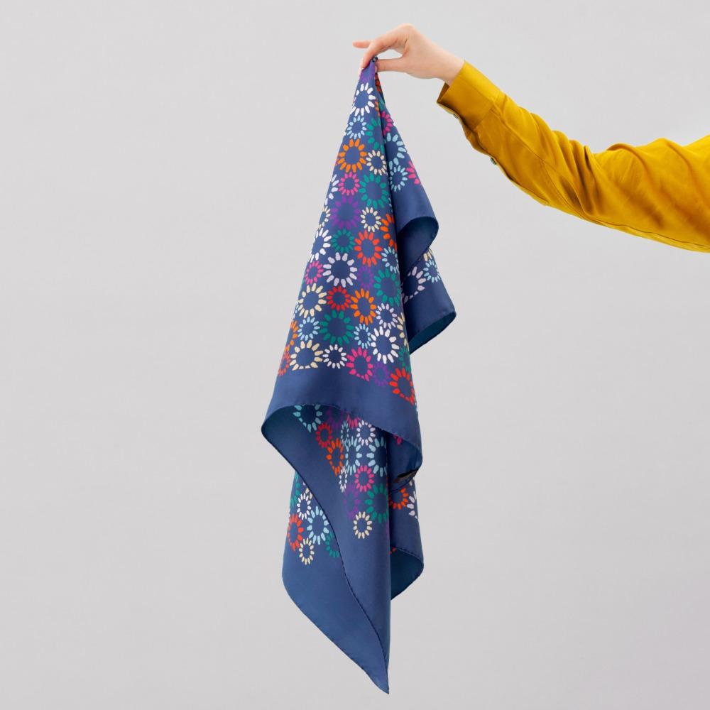Шелковый платок Matryoshka Flowers